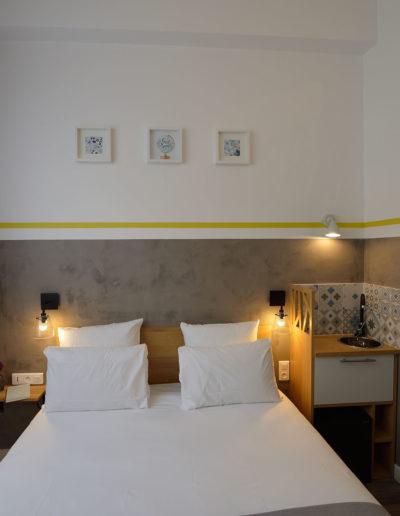 Chambre avec évier, dans notre hôtel moderne à Paris, l'hôtel Terre Neuve.
